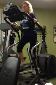 Sarah, a breathing educator, running with easy breathing and closed mouth.